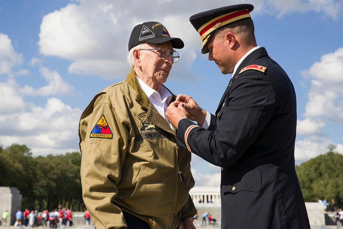 The Hero of Cologne receives his Bronze Star 75 years late