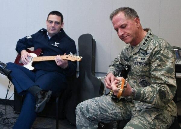 VIDEO: Watch Gen. Goldfein jam with Air Force band SuperSonic