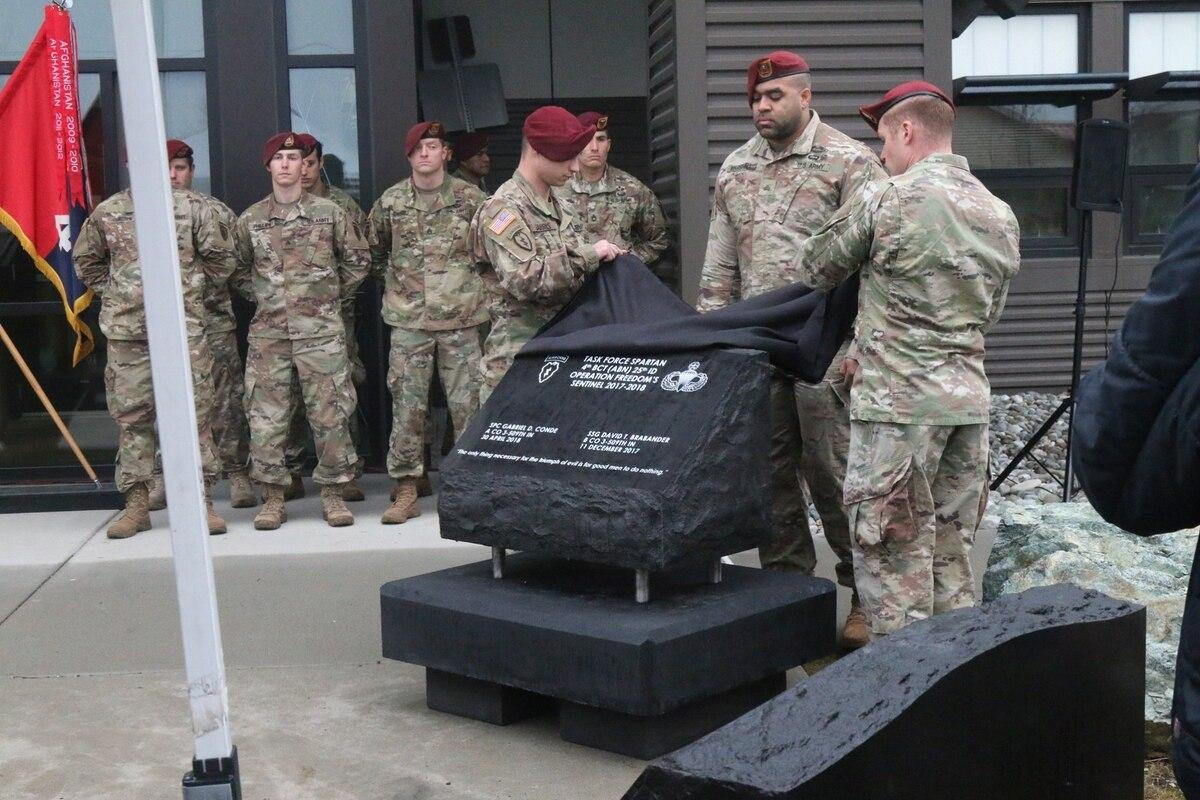 Army Alaska soldiers unveil memorial to 2 soldiers killed in Afghanistan