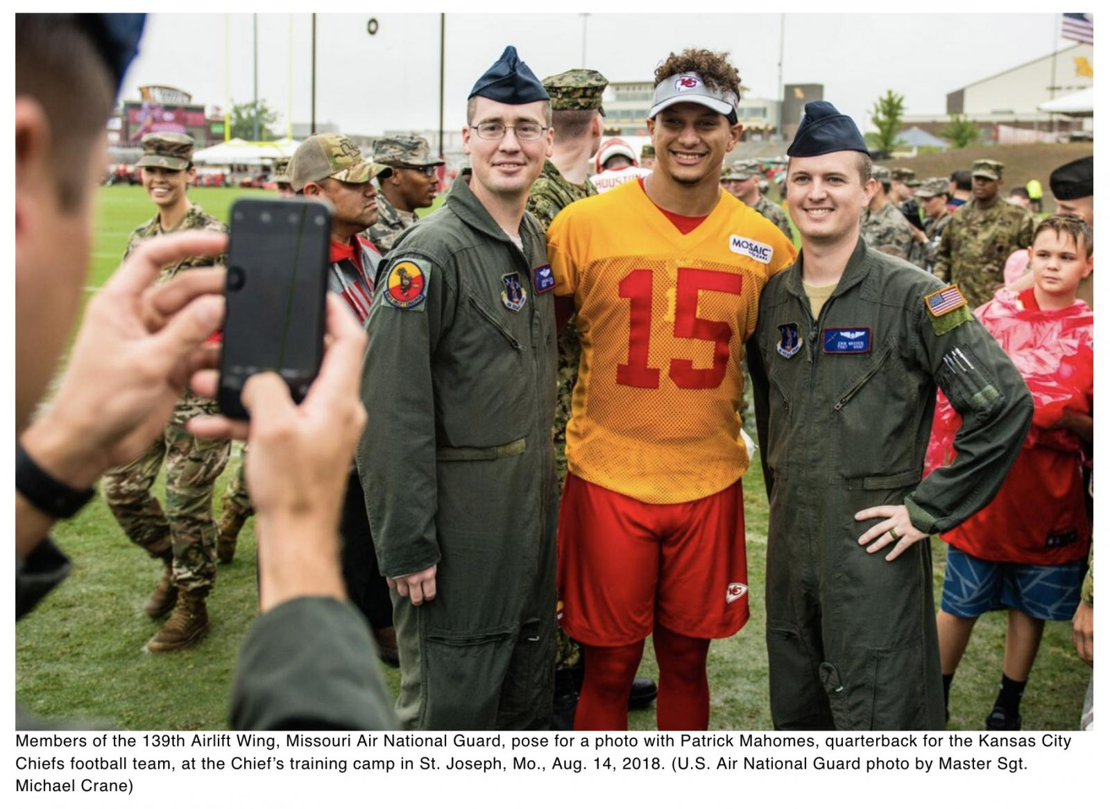 Chiefs quarterback Mahomes builds tiny homes for veterans