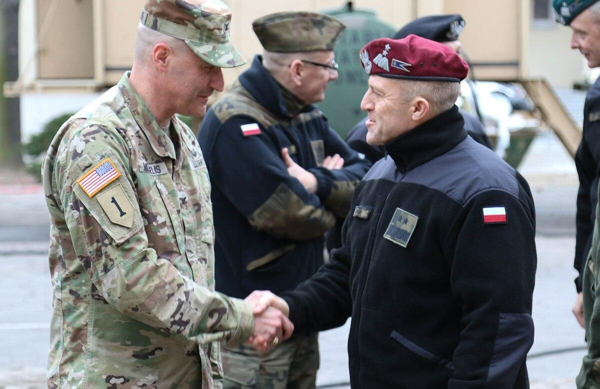 Col. Patrick Michaelis, commander of the Mission Command Element in Poznan, Poland, left, shakes hands with Maj. Gen. Adam Joks, deputy chief of the General Staff of the Polish armed forces, at the MCE Feb. 14, 2019. (Spc.